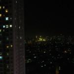 夜間の窓からの景色